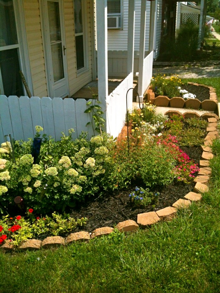 Front flower bed outdoor ideas pinterest for Front flower bed ideas