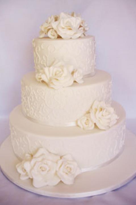Tous les gâteaux de mariage blanc / Style Wedding Inspiration / LANE