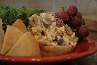 Curried Chicken Salad with Pita | Get In my Belly | Pinterest