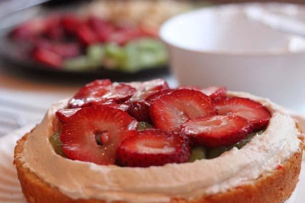 Korean Saeng Cream Cake w/ Fresh Fruit Filling