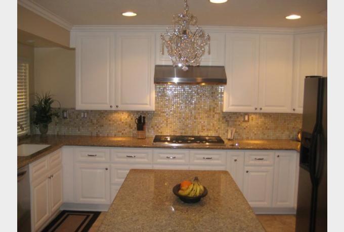 Elegant glass tile kitchen backsplash home inspiration for Elegant horizontal glass tile backsplash