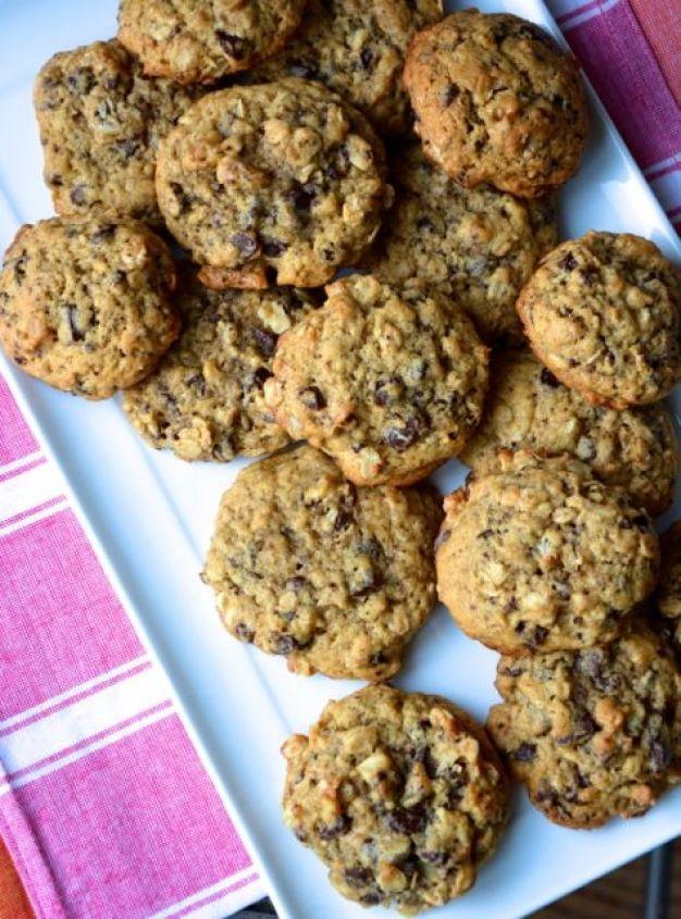 ... !!! Banana walnut chocolate breakfast cookies from hungryhappens.com