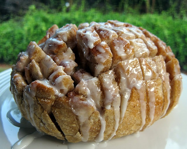 Holy CRAP! I just salivated on my keyboard.... Cinnamon roll pull bread.