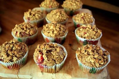 Strawberry granola muffins | Recipe