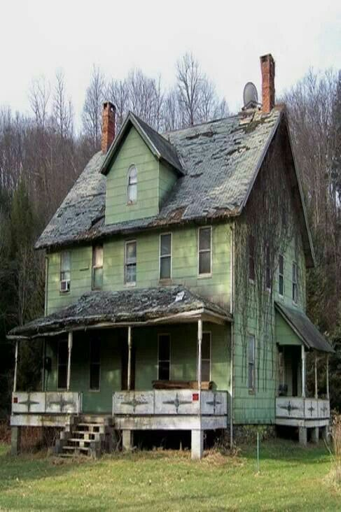 Abandoned abandoned old homes pinterest for Classic houses images