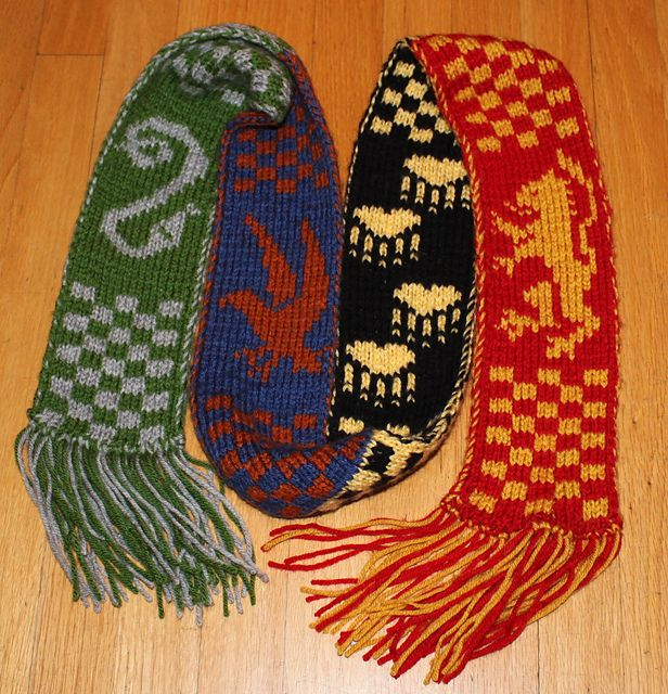 Slytherin Scarf Knitting Pattern : Hogwarts Scarf #knit #free_pattern Knitting Pinterest