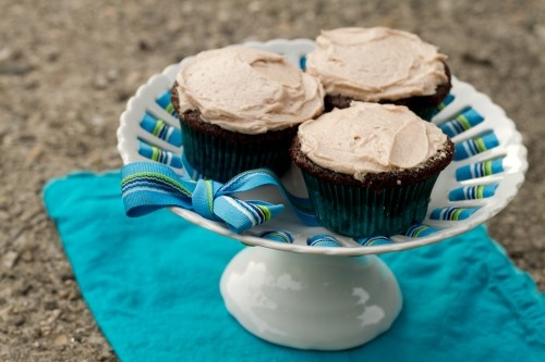 Gingerbread Cupcakes with Cinnamon Cream Cheese Frosting - poet in the ...