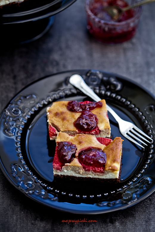 almond cheesecake with strawberries | Sweet Treats | Pinterest