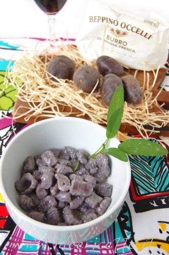 Ricetta Gnocchi di patate viola (vitelotte) burro Occelli e salvia