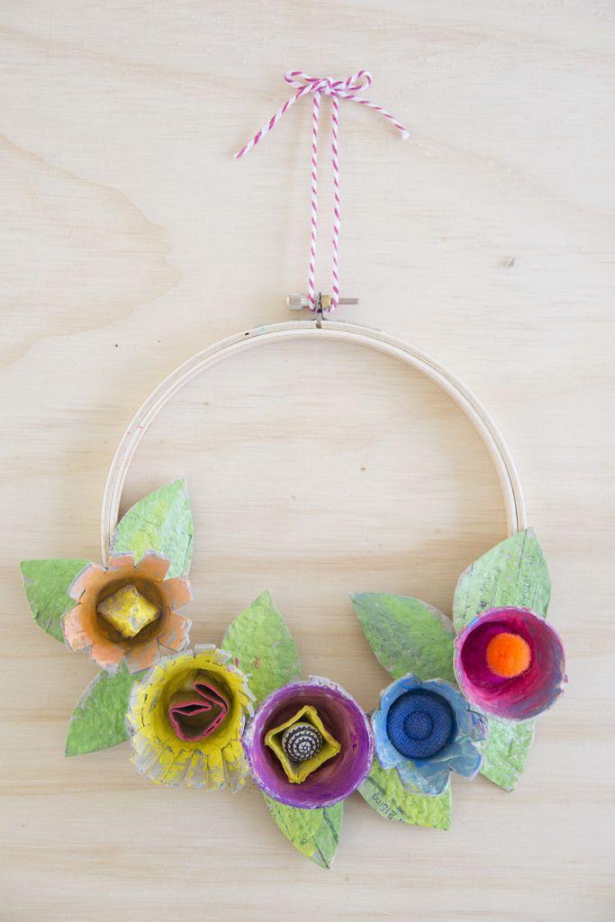 Fun floral wreath made from an egg carton! #easter #DIY #decor