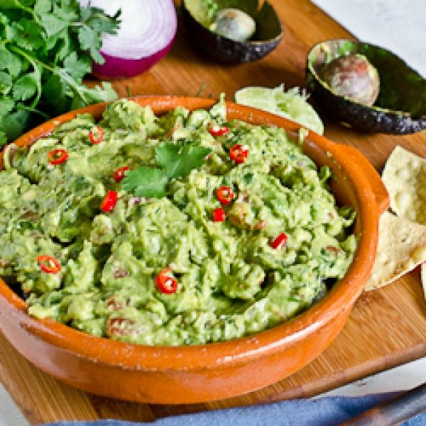Smoky Chipotle Guacamole | Leslie hearts Food | Pinterest