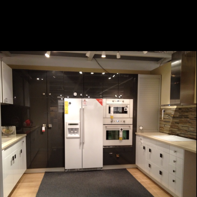 Full wall of cabinets kitchen inspirations pinterest for Full wall kitchen units
