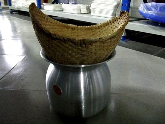 Loại chõ đặc biệt để nấu xôi nếp của người Lào
