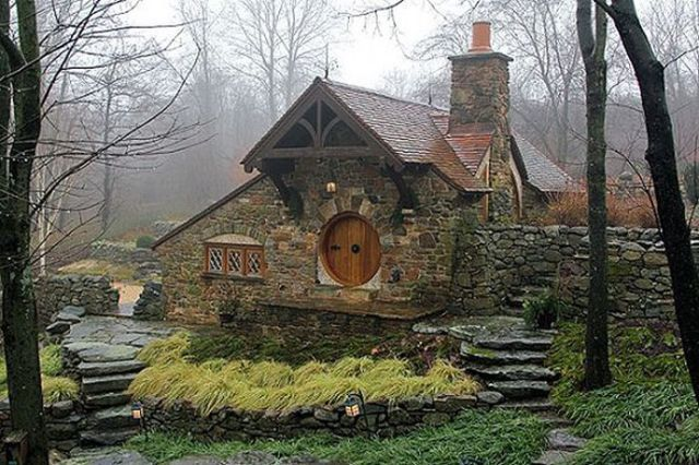 real liveable hobbit house! *clicky*  Homescapes  Pinterest