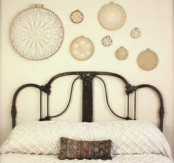 Bedroom wall decorating with embroidery hoops in various for Bedroom wall decor crafts