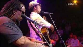 Jason Mraz - Life is wonderful (Live), via YouTube.