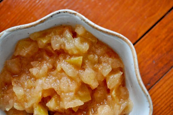 Homeade cinnamon maple applesauce! Only takes 20 minutes to make!