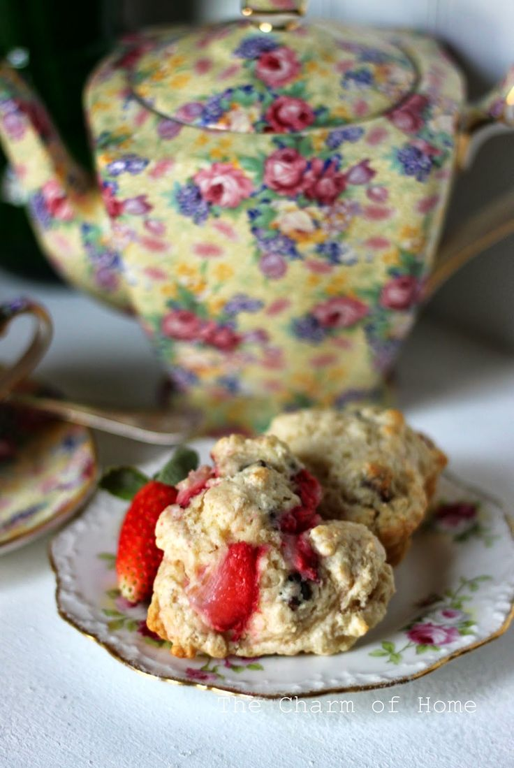 Strawberry and Chocolate Chip Scones | bakery products | Pinterest