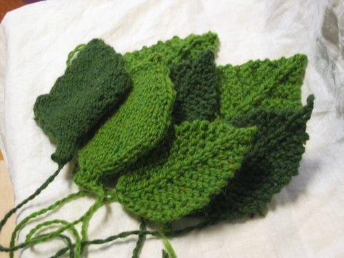 Shaun The Sheep Knitting Pattern : Knitted Leaves #patterns yarn crafts Pinterest