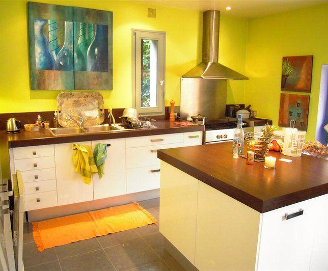 Valet De Nuit Bois Design : Déco cuisine jaune moderne  Maison USA moderne et lumineuse  http