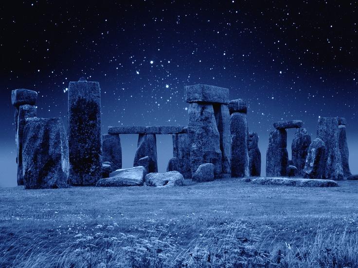 [フリー画像] 建築・建造物, 遺跡, 雪, ストーンヘンジ, 世界遺産, イギリス, 201105071900