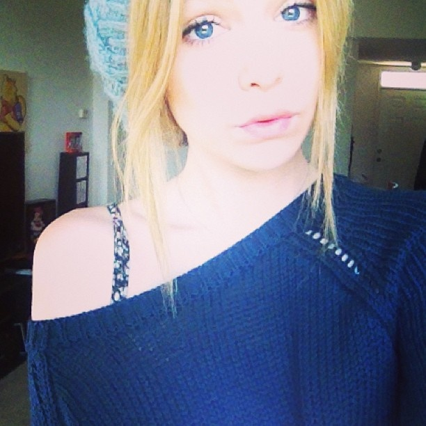 #sweater #blueeyes #beanie #acacia #acaciaclark #acaciabrinley