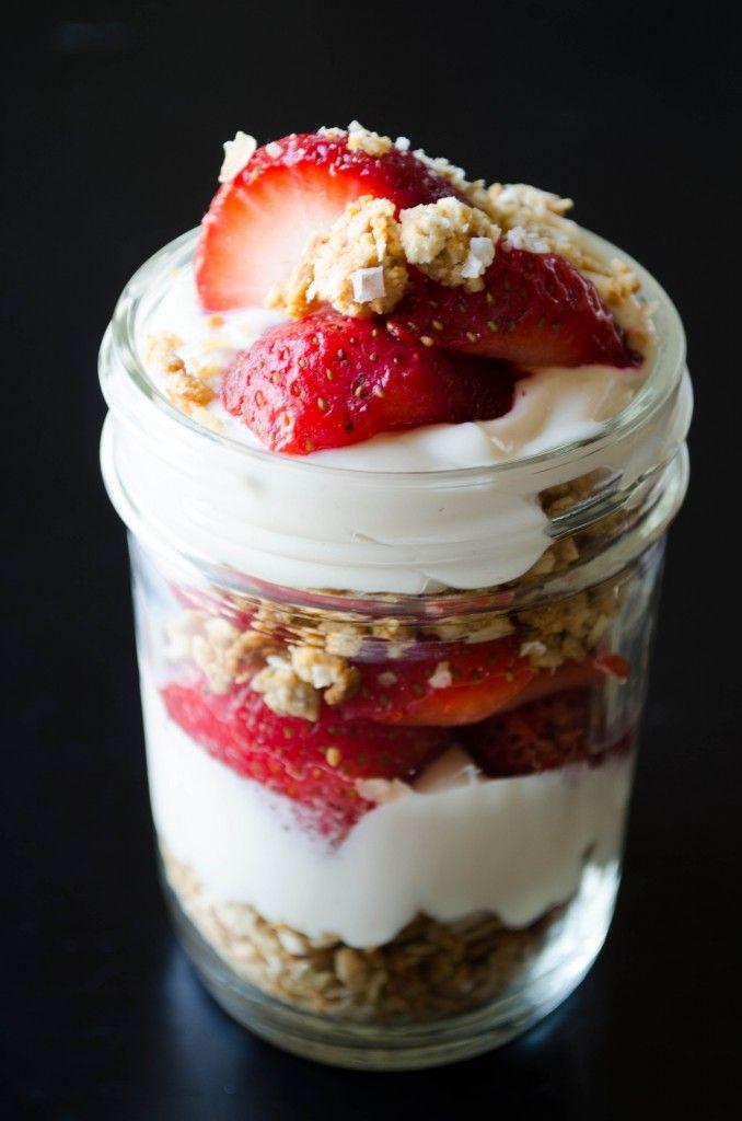 Vegan strawberry cheesecake parfaits