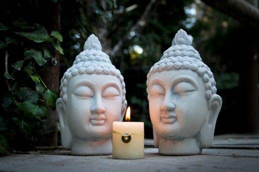 Decoraci?n Zen con budas, portavelas, velas, y ambientadores mikado