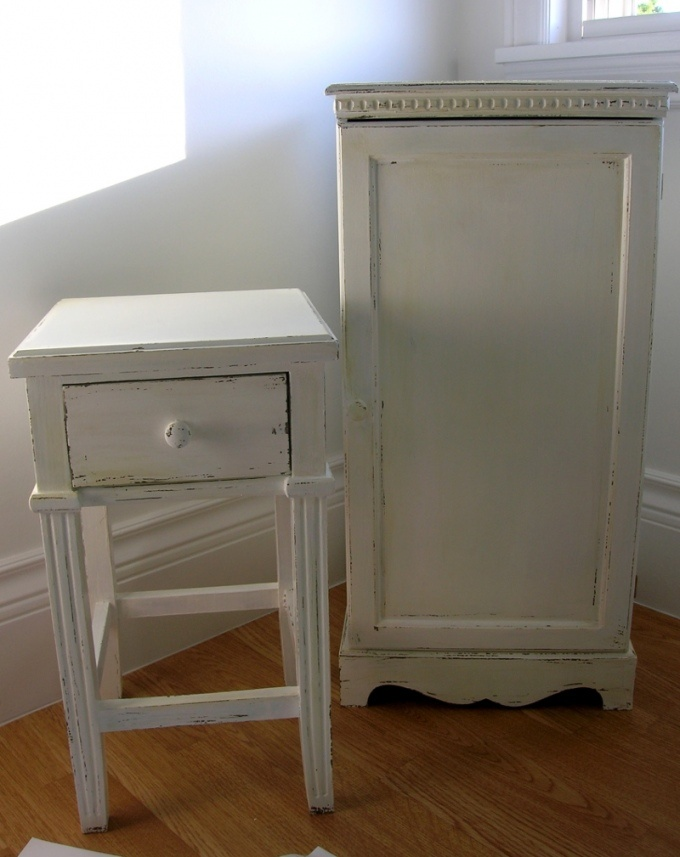 Shabby chic antique finish for furniture distressed for Distressed furniture