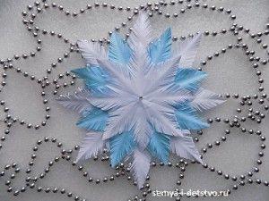 Многослойные снежинки из бумаги