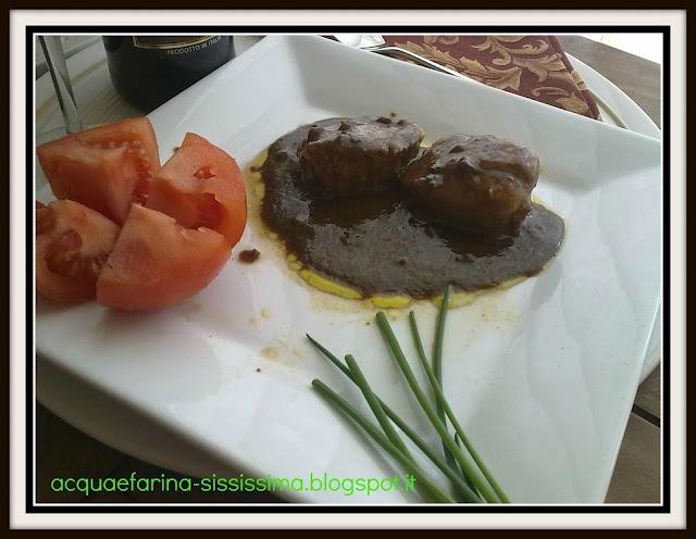 filetto di vitella con salsa all'aceto di pomodoro/fillet of veal with ...