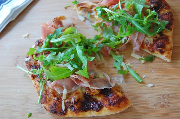 of fig prosciutto and arugula this is also a fig prosciutto pizza ...