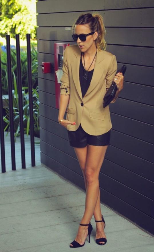 + shorts de  couro