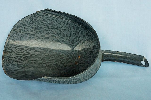 """Antique Speckled Gray Graniteware Scoop    This old scoop in in great condition. It measures 12"""" long x 3"""" deep x 5 1/2"""" wide.  Tin Can Alley www.bagtheweb.com/b/UG8KRi   inside the Castle Rock Mercantile Antique Mall  160 H Huntington Avenue N  Castle Rock, WA 98611  bagtheweb.com/b/E7Kxc0  Vintage Northwest: bagtheweb.com/vintage"""