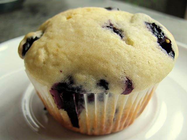 big beautiful blueberry muffins! yum! | Baking | Pinterest