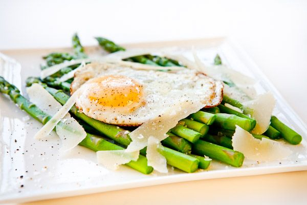Asparagus with Fried Egg and Parmesan Cheese | Recipe