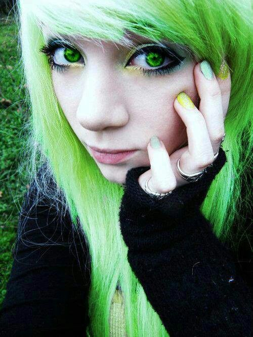 emo girl green hair green eyes | GIRLS | Pinterest