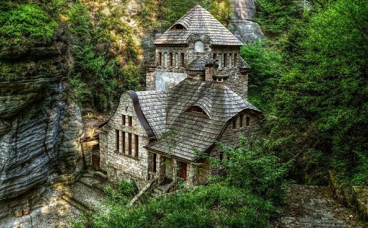 Beautiful house in the woods dream home pinterest - The house in the woods ...