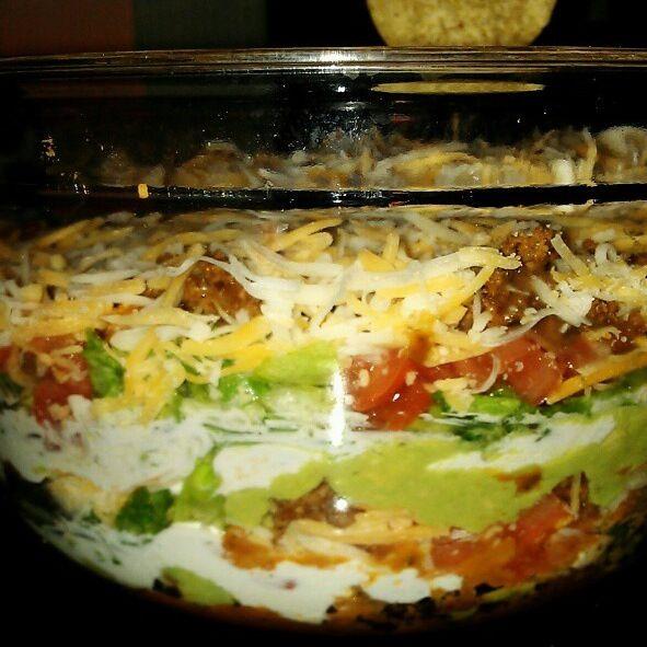 Layer nacho dip | SiDES APPS & DESSERTS | Pinterest