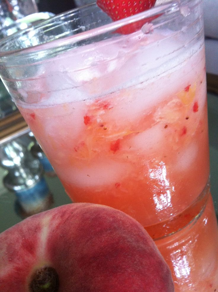 Strawberry Peach Sangria recipe #cocktail #sangria #peach #wine # ...