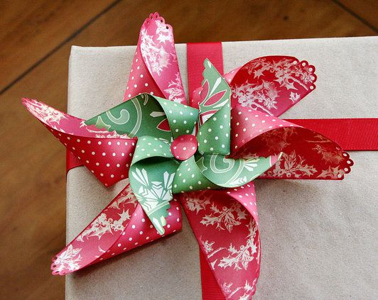 Love this Christmas bow idea--a paper pinwheel pointsettia bow--tutorial