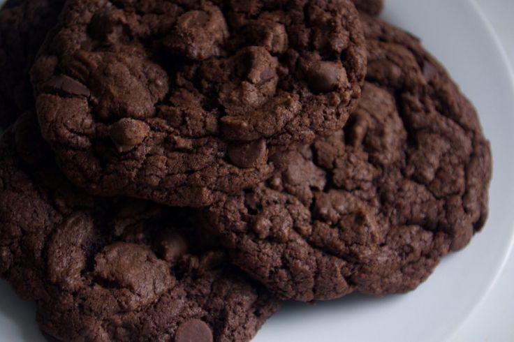 dark chocolate chewy brownie cookies cookies remind me of the ...