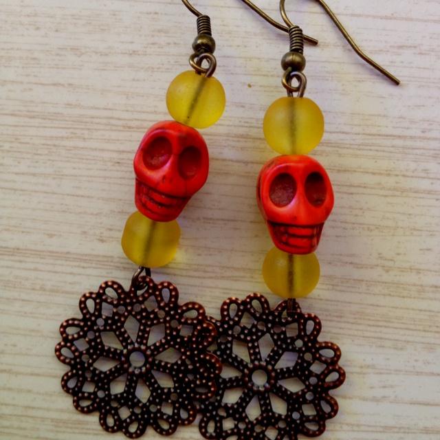 Red skull earrings  Facebook.com/alacartecraftery