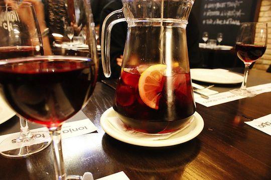Traditional Spanish Sangria Recipe | comiditas. spanish food. | Pinte ...