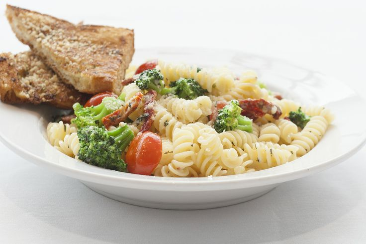 Broccoli Fusilli Pasta with sun dried tomatoes, fresh cherry tomatoes tossed in a parmesan thyme sauce served with garlic bread. Yum! @Crocker Art Museum Cafe