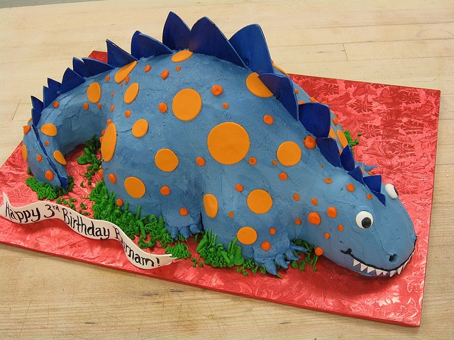 Blue Dinosaur Cake by hainesbarksdale, via Flickr