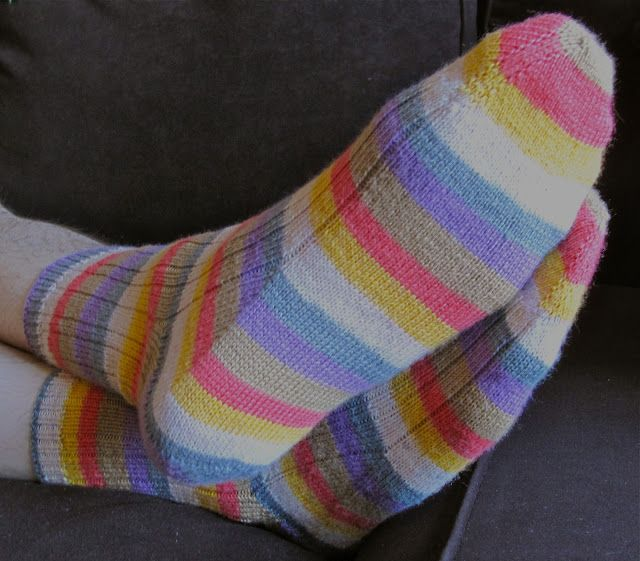 Free Knitting Pattern For Toe Up Socks On Magic Loop : Pin by L C on Knitting Pinterest