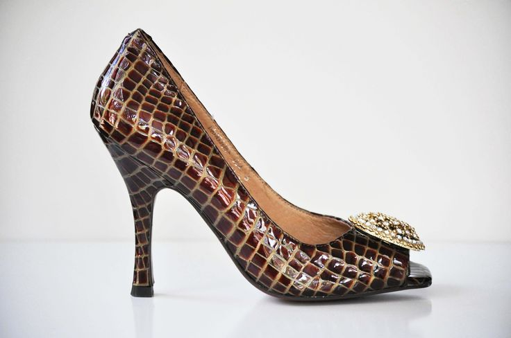 The CLASSIC Diana E. Kelly pump. Everyone should have this shoe in