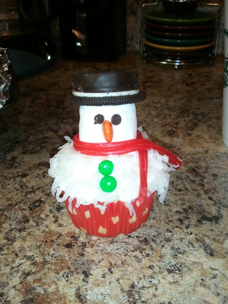 Marshmallow and coconut snowman cupcakes | Cupcakes | Pinterest