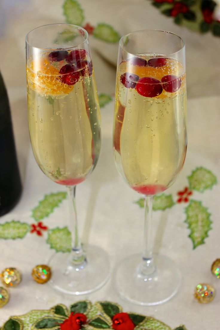 So Pretty, Easy, and Yummy!  Cranberry, Clementine, and Prosecco Cocktails  from 'la bella vita'